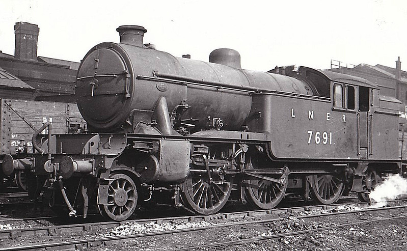 Class V3 - 7691 - Gresley LNER 2-6-2T - built 04/40 by Doncaster Works as LNER No.440 - 07/46 to LNER No7691, 06/48 to BR No.67691 - 11/64 withdrawn from 52A Gateshead, where seen in 1947.