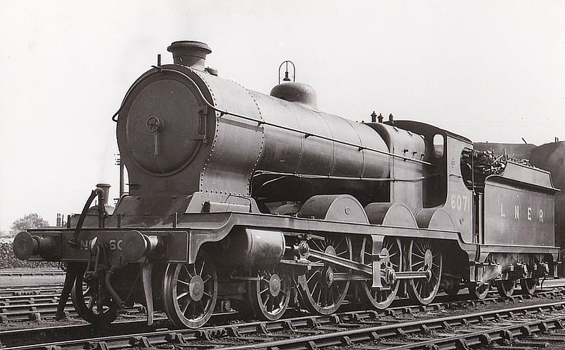 Class B 5 - 6071 -  Robinson GCR Class 8 4-6-0 - built 11/02 by Neilson Reid & Co. as GCR No.1071 - 07/25 to LNER No.6071, 08/46 to LNER No.1681 - BR No.61681 not applied - 06/48 withdrawn from 36B Mexborough - seen here at Neasden in 1932.