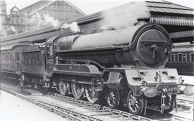 Class B 7 - 5472 - Robinson GCR/LNER Class 9Q 4-6-0 - built 06/22 by Beyer Peacock & Co. as GCR No.472 - 05/24 to LNER No.5472, 12/46 to LNER No.1380 - BR No.61380 not applied - 08/48 withdrawn from 39A Gorton - seen here at Nottingham Victoria.