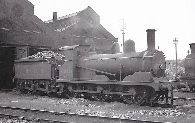 Class J15 - 7921 - Holden GER Class Y14 0-6-0 - built 12/1891 by Stratford Works as GER No.921 - 1924 to LNER No.7921, 12/46 to LNER No.5411 - BR No.65411 not applied - 04/48 withdrawn from 32A Norwich Thorpe - seen here at Lowestoft.