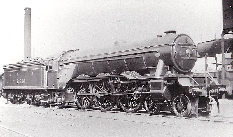 Class A3 - 2561 MINORU - Gresley 4-6-2 - built 05/25 by Doncaster Works - 10/46 to LNER No.62, 07/49 to BR No.60062 - 12/64 withdrawn from 34E New England - seen here at Gorton before nameplates were fitted, 05/25.