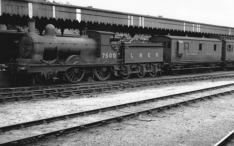 Class E4 - 7500 - Holden GER Class T26 2-4-0 - built 08/1896 by Stratford Works as GER No.500 - 1924 to LNER No.7500 - 06/36 withdrawn from Norwich Thorpe MPD.