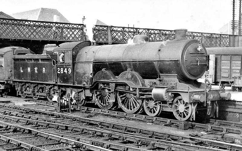 Class C1 - 2849 - Ivatt GNR 4-4-2 - built 05/06 by Doncaster Works as GNR No.1419 - 05/24 to LNER No.4419, 11/46 to LNER No.2849 - BR No.62849 not applied - 07/48 withdrawn from Kings Cross - seen here at Doncaster, 08/47.