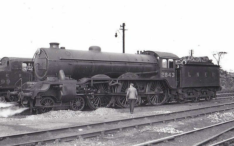 Class B17 - 2843 CHAMPION LODGE - Gresley LNER 4-6-0 - built 05/35 by Darlington Works - 09/46 to LNER No.1643, 08/48 to BR No.61643 - 07/58 withdrawn from 31B March.