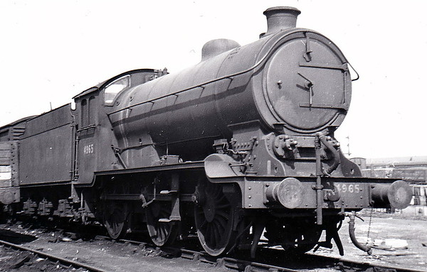 Class J39 - 4965 - Gresley LNER 0-6-0 - built 07/38 by Darlington Works as LNER No.1974 - 09/46 to LNER No.4965, 06/49 to BR No.64965 - 03/60 withdrawn from 33B Tilbury - seen here at Grantham in April 1947.