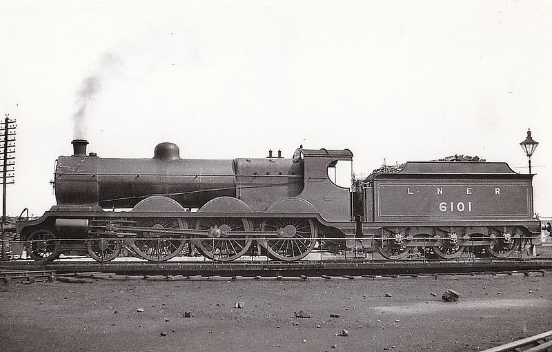 Class B 4 - 6101 - Robinson GCR Class 8F 4-6-0 - built 06/06 by Beyer Peacock Ltd as GCR No.1101 - 04/25 to LNER No.6101, 12/46 to LNER No.1486 - 10/47 withdrawn from Ardsley MPD - seen here at Doncaster in 1932.