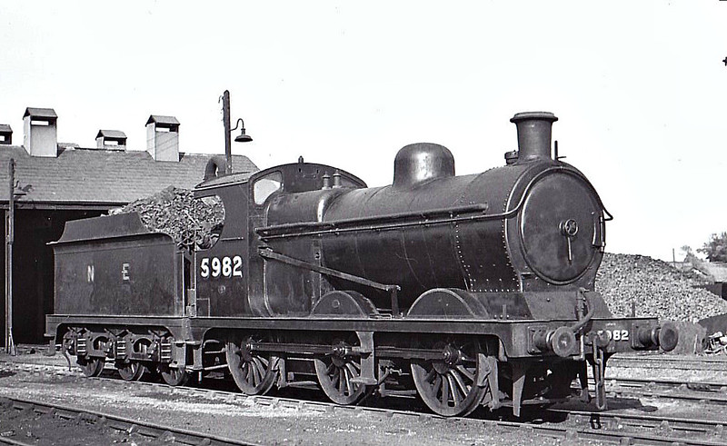 Class J11 - 5982 - Robinson GCR Class 9J 0-6-0 - built 09/01 by Neilson Reid & Co. as GCR No.982 - 03/26 to LNER No.5982, 03/46 to LNER No.4289, 12/49 to BR No.64289 - 06/55 withdrawn from 4oE Langwith Junction.