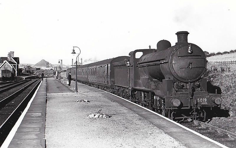 Class J 2 - 5019 - Ivatt GNR/LNER 0-6-0 - built 09/12 by Doncaster Works as GNR No.75 - 1923 to LNER No.3075, 06/46 to LNER No.5019, 09/50 to BR No.65019 - 03/53 withdrawn from 38A Colwick - seen here at Pinxton on a train to Nottingham Victoria, 08/49.