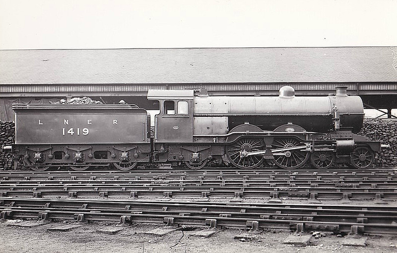Class C1 - 1419 - Ivatt GNR 4-4-2 - built 05/06 by Doncaster Works as GNR No.1419 - 05/24 to LNER No.4419, 11/46 to LNER No.2849 - BR No.62849 not applied - 07/48 withdrawn from Kings Cross - seen here very soon after Grouping.