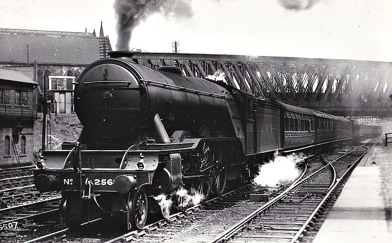 Class A3 - 2568 SCEPTRE - Gresley GNR/LNER 4-6-2 - built 09/24 by North British Loco Co. - 05/46 to LNER No.69, 07/48 to BR No.60069 - 10/62 withdrawn from 56B Ardsley - seen here at York Holgate.