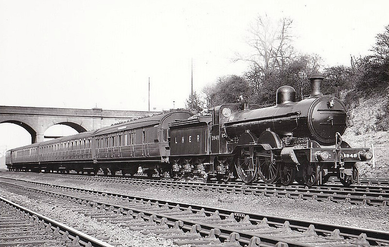 Class C2 - 3949 - Ivatt GNR 4-4-2 - built 03/00 by Doncaster Works as GNR No.949 - 1924 to LNER No.3949 - 08/38 withdrawn from Hitchin MPD.