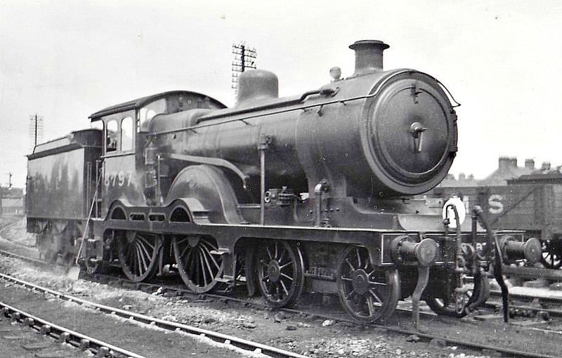 Class D15 - 8797 - Holden 4-4-0 - built 07/11 by Stratford Works as GER No.1797 - 1924 to LNER No.8797, 07/37 rebuilt to Class D16, 12/46 to LNER Class 2608, 08/49 to BR No.62608 - 01/57 withdrawn from 31A Cambridge, where seen 06/32.