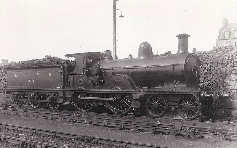 Class D38 - 77s - Manson GNSR Class Q 4-4-0 - built 1890 by Robert Stephenson & Co. - 1923 to LNER No.6877 - 09/37 withdrawn from Kittybrewster MPD - seen here with GNSR numberplate and number.