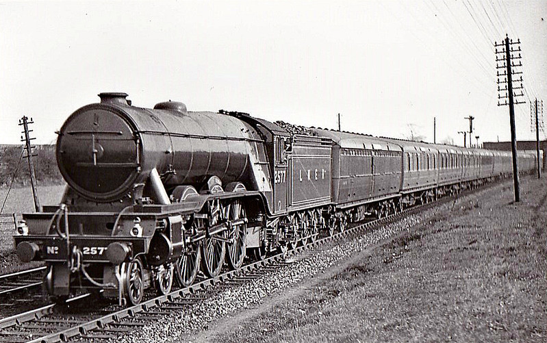 Class A3 - 2577 NIGHT HAWK - Gresley LNER 4-6-2 - built 10/24 by North British Loco Co. - 11/46 to LNER No.78, 04/48 to BR No.60078 - 10/62 withdrawn from 52B Heaton - seen here at Darlington, 05/32.