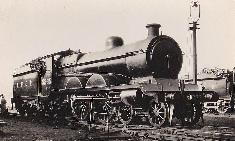 Class C4 - 5265 - Robinson GCR Class 8B 4-4-2 - built 07/04 by Beyer Peacock Ltd as GCR No.265 - 01/25 to LNER No.5265, 08/46 to LNER No.2904 - 12/47 withdrawn from Ardsley MPD.