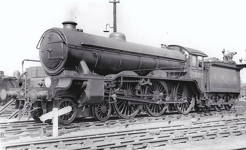 Class B17 - 2802 WALSINGHAM - Gresley LNER 4-6-0 - built 11/28 by North British Loco Co. - 09/46 to LNER No.1602, 06/49 to BR No.616o2 - 01/58 withdrawn from 32D Yarmouth South Town.