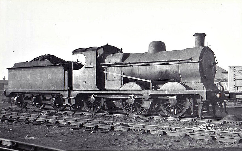 Class J11 - 5252 - Robinson GCR Class 9J 0-6-0 - built 08/04 by Vulcan Foundry Co. as GCR No.252 - 09/24 to LNER No.5252, 10/46 to LNER No.4380, 01/49 to BR No.64380 - 08/56 withdrawn from 38D Staveley - seen here at Woodford Halse, 12/36.