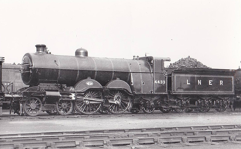 Class C1 - 4433 - Ivatt GNR 4-4-2 - built 11/07 by Doncaster Works as GNR No.1433 - 07/25 to LNER No.4433 - LNER No.2863 not applied - 05/46 withdrawn from Leeds Copley Hill MPD.