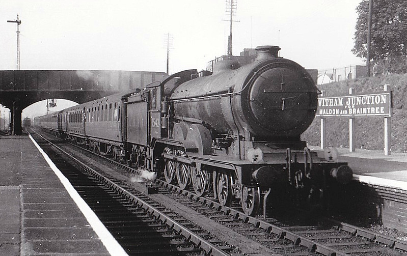Class B12 - 1542 - Holden/Gresley GER/LNER 4-6-0 - built 07/20 by Beardmore & Co. as GER No.1542 - -1/24 to LNER No.8542, 09/46 to LNER No.1542, 08/49 to BR No.61542 - 07/58 withdrawn from 32A Norwich Thorpe - seen here at Witham in 1947.