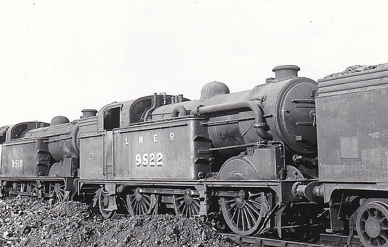 Class N2 - 9522 - Gresley GNR/LNER 0-6-2T - built 02/21 by North British Loco Co. as GNR No.1743 - 03/24 to LNER No.4743, 04/46 to LNER No.9522, 06/49 to BR No.69522 - 11/59 withdrawn from 34D Hitchin - seen here at Neasden, 08/47.
