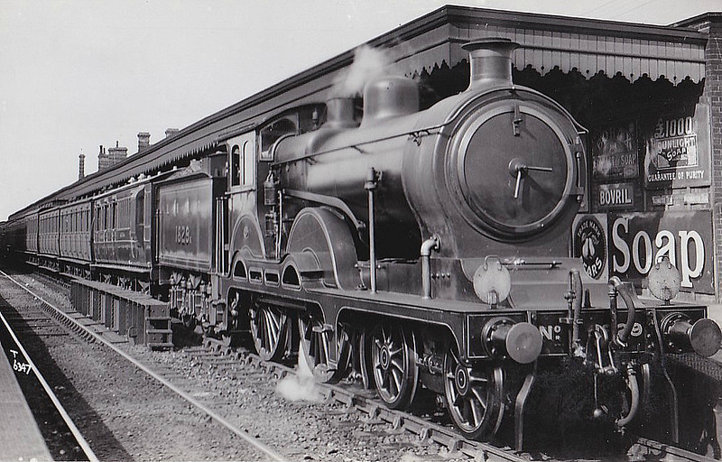 Class D15 - 1829 - Holden 4-4-0 - built 12/09 by Stratford Works as GER No.1829 - 1924 to LNER No.8829, 02/30 rebuilt to Class D16, 12/46 to LNER Class 2580, 04/48 to BR No.62580 - 06/58 withdrawn from 31C Kings Lynn - seen here at Colchester in 1925.