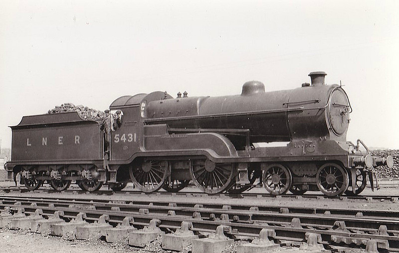 Class D10 - 5431 EDWIN A BEAZLEY - Robinson GCR Class 11E 'Director' 4-4-0 - built 10/13 by Gorton Works as GCR No.431 - 1924 to LNER No.2652, 1946 to LNER No.2652, 02/49 to BR No.62652 - 05/54 withdrawn from 13D Northwich - seen here at Neasden in 1933.
