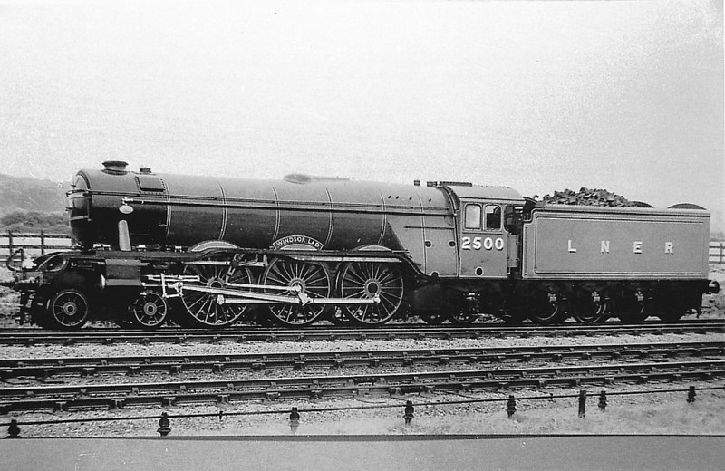 Class A3 - 2500 WINDSOR LAD - Gresley 4-6-2 - built 07/34 by Doncaster Works - 06/46 to LNER No.35, 11/48 to BR No.60035 - 09/61 withdrawn from 64B Haymarket.