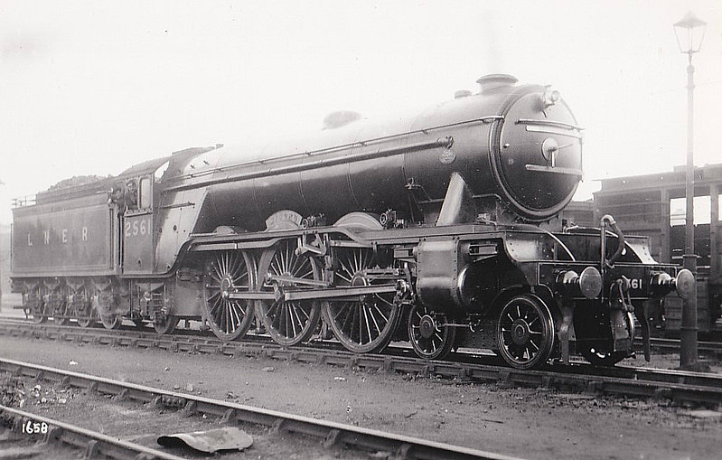 Class A3 - 2561 MINORU - Gresley 4-6-2 - built 05/25 by Doncaster Works - 10/46 to LNER No.62, 07/49 to BR No.60062 - 12/64 withdrawn from 34E New England.