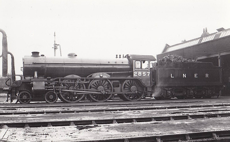 Class B17 - 2857 DONCASTER ROVERS - Gresley LNER 4-6-0 - built 05/36 by Darlington Works - 10/46 to LNER No.1657, 07/48 to BR No.61657 - 06/60 withdrawn from 31B March.