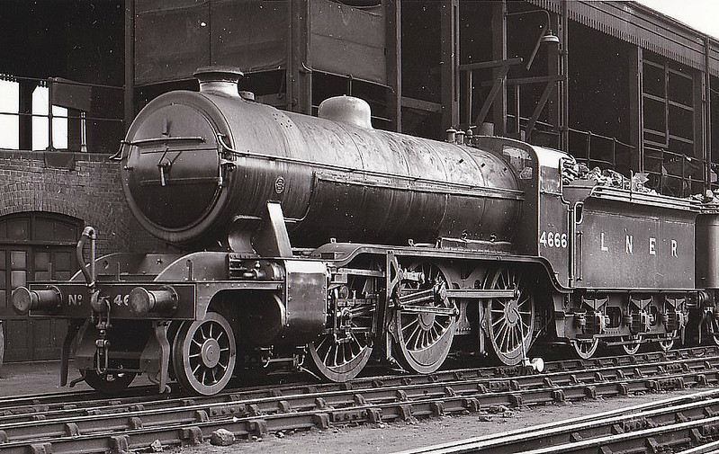 Class K2 - 4666 - Gresley GNR/LNER Class K2 2-6-0 - built 07/18 by North British Loco Co. as GNR No.1666 - 02/25 to LNER No.4666, 10/46 to LNER No.1756, 12/48 to BR No.61756 - 06/62 withdrawn from 34A Kings Cross - seen here at New England in 1934.