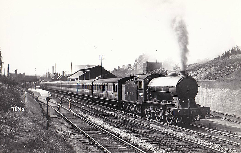 Class J39 - 2729 - Gresley LNER 0-6-0 - built 05/29 by Darlington Works - 05/46 to LNER No.4782, 12/50 to BR No.64782 - 03/60 withdrawn from 31B March - seen here leaving Brentwood on a Southend train, 1931.