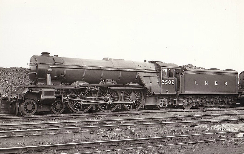 Class A3 - 2502 HYPERION -  Gresley LNER 4-6-2 - built 07/34 by Doncaster Works - 08/46 to LNER No.37, 10/48 to BR No.60037 - 12/63 withdrawn from 64A St Margarets.