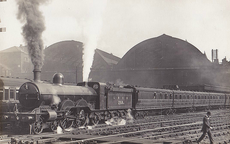 Class C 2 - 258 - Ivatt GNR 4-4-2 - built 06/03 by Doncaster Works as GNR No.258 - 1924 to LNER No.3258 - 04/37 withdrawn from New England MPD - seen here at Kings Cross very shortly after Grouping carrying No.258N.