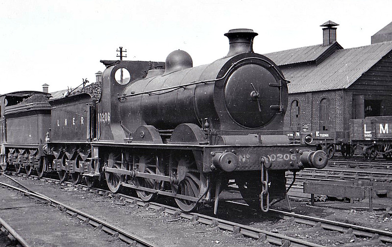 Class J31 - 10206 - Wheatley NBR Class R 0-6-0 - built 04/1872 by Cowlairs Works as NBR No.1206 - 1923 to LNER No.10206 - 04/37 withdrawn from Kipps MPD, where seen 06/35.