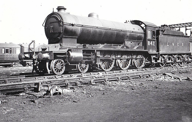Class B16 - 842 - Raven NER/LNER Class S3 4-6-0 - built 12/19 by Darlington Works - 11/46 to LNER No.1402, 10/48 to BR No.61402, 12/49 to BR No.61471 - 09/60 withdrawn from 55H Leeds Neville Hill - seen here at York, 04/39