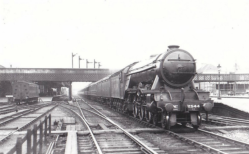 Class A3 - 2544 LEMBERG - Gresley 4-6-2 - built 07/24 by Doncaster Works - 11/46 to LNER No.45, 06/48 to BR No.60045 - 11/64 withdrawn from 51A Darlington - seen here at Doncaster, 08/39.