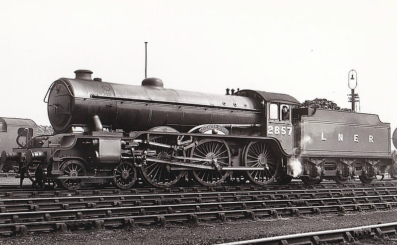 Class B17 - 2857 DONCASTER ROVERS - Gresley LNER 4-6-0 - built 05/36 by Darlington Works - 10/46 to LNER No.1657, 07/48 to BR No.61657 - 06/60 withdrawn from 31B March - seen here at Neasden.