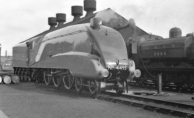 Class A4 - 4495 GOLDEN FLEECE - Gresley LNER 4-6-2 - built 08/37 by Doncaster Works - 11/46 to LNER No.30, 07/48 to BR No.60030 - 12/62 withdrawn from 34A Kings Cross - seen here at Doncaster Works, 09/37, so new that the nameplates are not yet fitted.