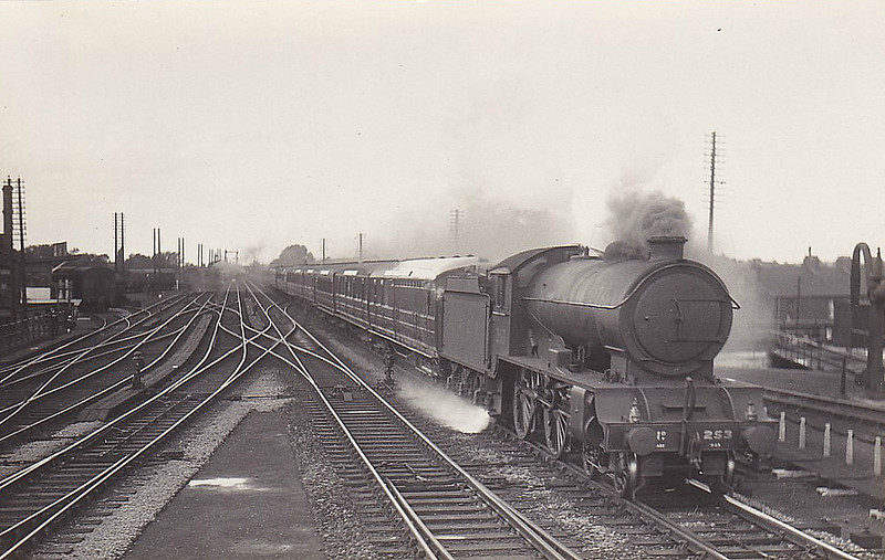Class D49 - 253 OXFORDSHIRE - Gresley LNER 4-4-0 - built 11/27 by Darlington Works - 10/46 to LNER No.2702, 05/50 to BR No.62702 - 11/58 withdrawn from 50B Leeds Neville Hill.
