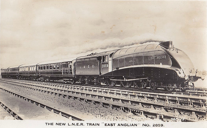 Class B17 - 2859  EAST ANGLIAN - Gresley LNER 4-6-0 - built 06/36 by Darlington Works as No.2859 NORWICH CITY - 09/37 renamed EAST ANGLIAN - 10/46 to LNER No.1659, 04/48 to BR No.61659 - 03/60 withdrawn from 32C Lowestoft - 09/37 streamlined, 04/51 streamlined casing removed.