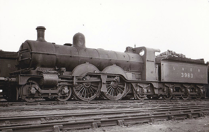 Class C2 - 3983 - Ivatt GNR 4-4-2 - built 05/00 by Doncaster Works as GNR No.983 - 1924 to LNER No.3983 - 03/36 withdrawn from New England MPD - seen here in 1926 - note outside bogie frames.