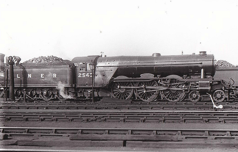 Class A3 - 2543 MELTON - Gresley 4-6-2 - built 06/24 by Doncaster Works - 09/46 to LNER No.44, 08/49 to BR No.60044 - 06/63 withdrawn from 34A Kings Cross - seen here at Doncaster, 06/36.