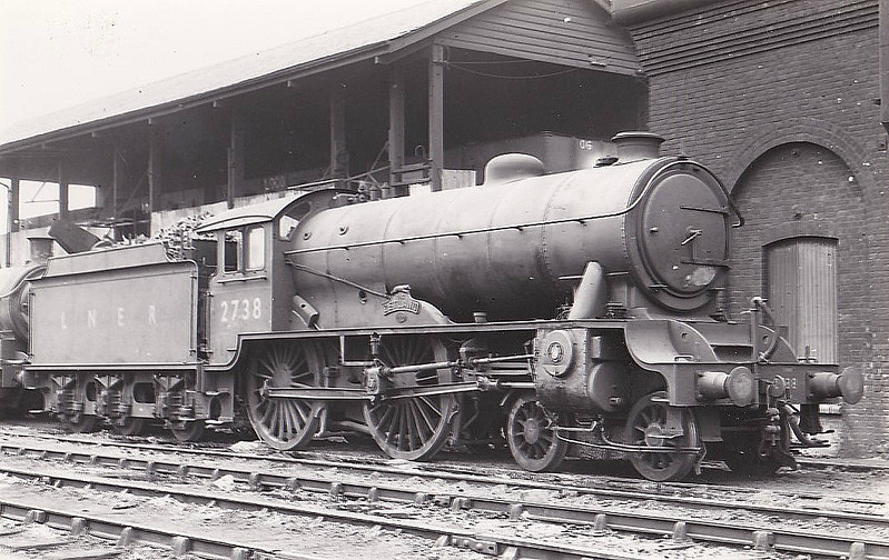 Class D49 - 2738 THE ZETLAND - Gresley LNER 4-4-0 - built 05/32 by Darlington Works as LNER No.220 - 05/46 to LNER No.2738, 02/49 to BR No.62738 - 09/59 withdrawn from 50A York North.