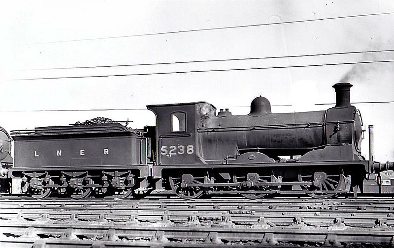 Class J36 - 5238 - Holmes NBR Class C 0-6-0 - built 10/1891 by Neilson & Co. as NBR No.664 - 08/24 to LNER No.9664, 09/46 to LNER No.5238, 04/49 to BR No.65238 - 07/51 withdrawn from 65E Kipps - seen here in Edinburgh.