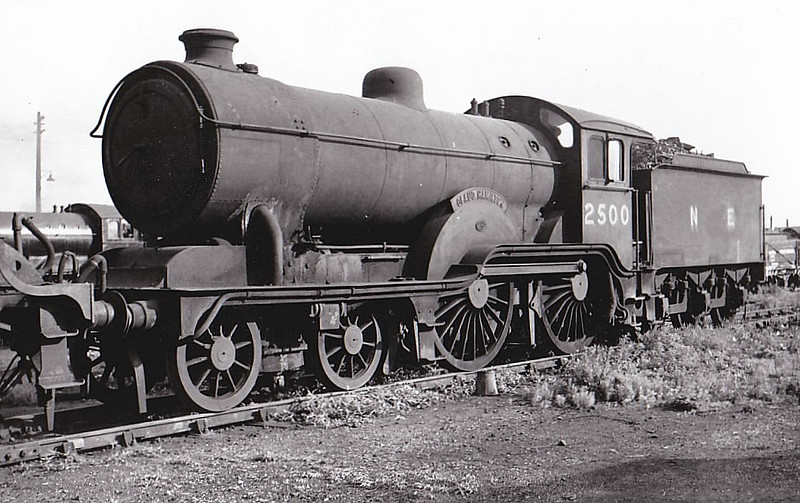 Class D16 - 2500 CLAUD HAMILTON - Holden GER/LNER 4-4-0 - built 03/00 by Stratford Works as GER No.1900 - 1924 to LNER No.8900, 02/33 rebuilt to Class D16, 04/46 to LNER No.2500 - 05/47 withdrawn from 30A Stratford.