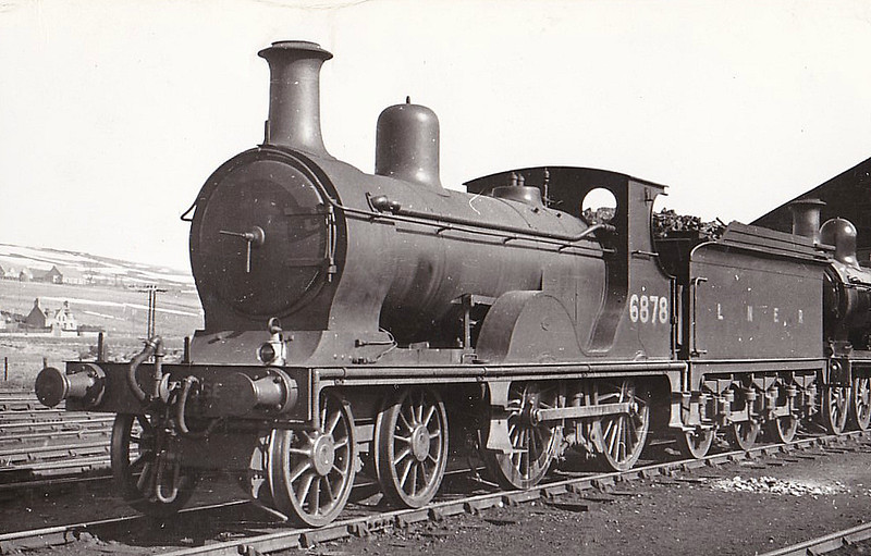 Class D41 - 6878 - Johnson GNSR Class S 4-4-0 - built 1893 by Neilson & Co. as GNSR No.78 - 1923 to LNER No.6878, 1946 to LNER No.2225, 12/48 to BR No.62225 - 02/53 withdrawn from 61C Keith, where seen.