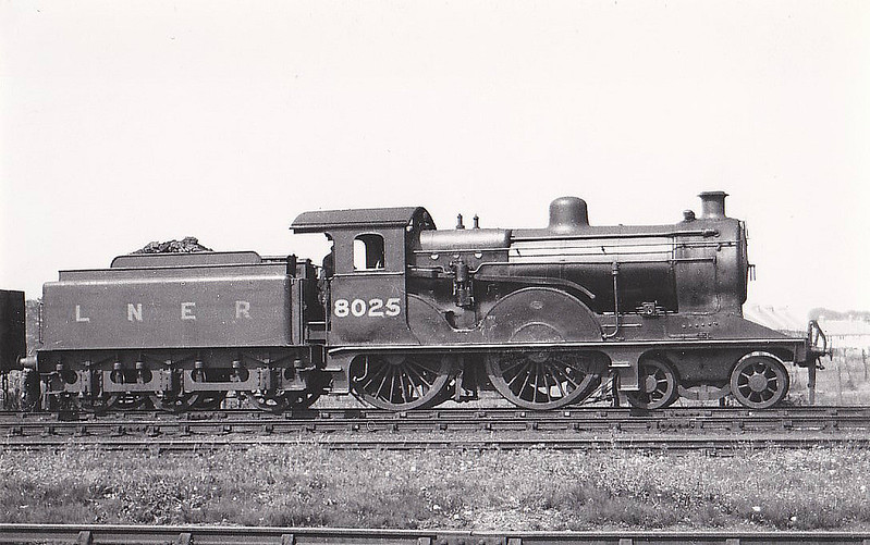 Class D13 - 8025 - Holden GER Class T19 4-4-0 - built 1895 by Stratford Works as GER No.1025 - 03/06 rebuilt by Stratford Works as Class D13 4-4-0 - 1924 to LNER No.8025 - 10/36 withdrawn from Ipswich MPD - seen here at Clacton, 08/33.