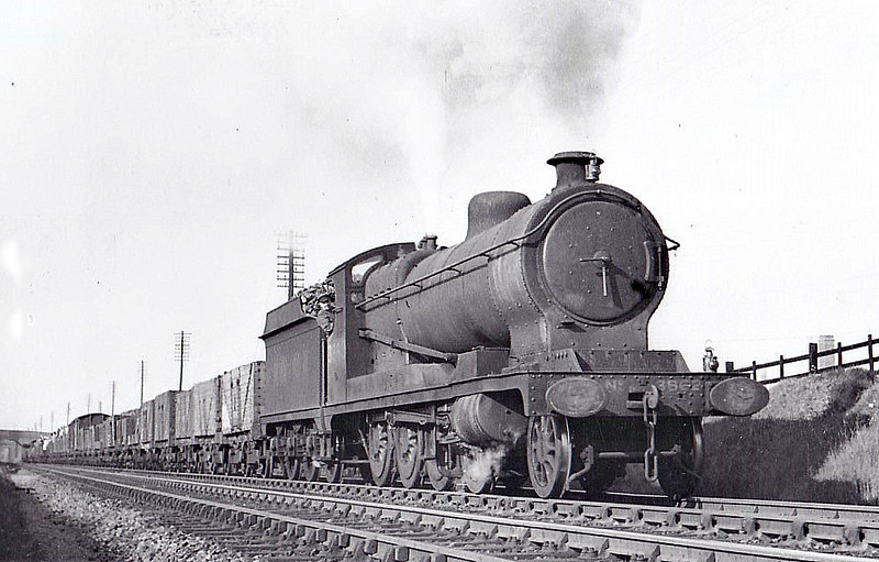 Class O4 - 3862 - Robinson GCR/LNER 2-8-0 - built 08/19 by North British Loco Co. as ROD No.2073 - 03/26 to LNER No.6532, 09/46 to LNER No.3862, 03/49 to BR No.63862 - 11/62 withdrawn from 39A Gorton- seen here in 1947.