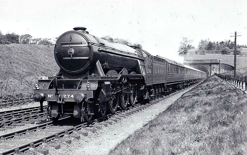 Class A3 - 2743 FELSTEAD -  Gresley GNR/L:NER 4-6-2 - built 08/28 by Doncaster Works - 09/46 to LNER No.89, 09/48 to BR No.60089 - 10/63 withdrawn from 64A St Margarets - seen here near Hadley Wood.