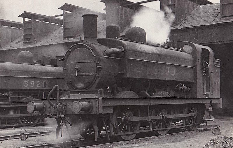 Class J52 - 3979 -  Stirling GNR Class J13 0-6-0ST - built 08/1895 by Doncaster Works as GNR No.979 - 01/25 to LNER No.3979 - 11/32 rebuilt from Class J53 - 11/46 to LNER No.8781, 10/48 to BR No.68781 - 12/54 withdrawn from 38A Colwick - note stovepipe chimney and condensing gear.